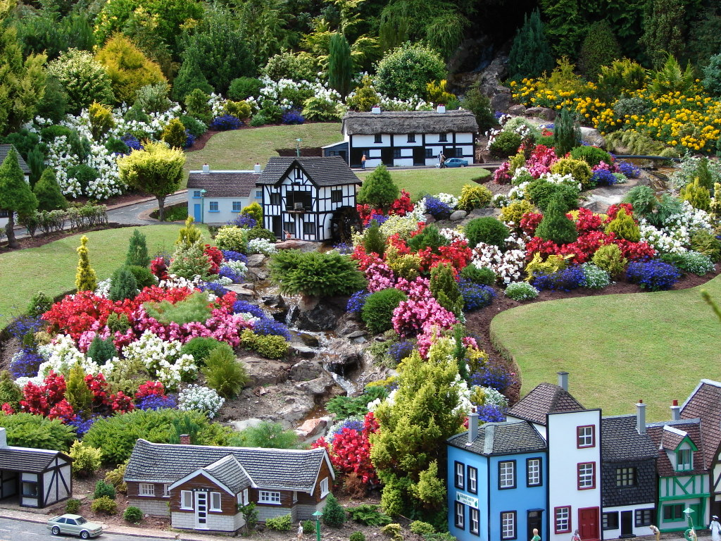 Summer Bedding, Babbacombe Model Village