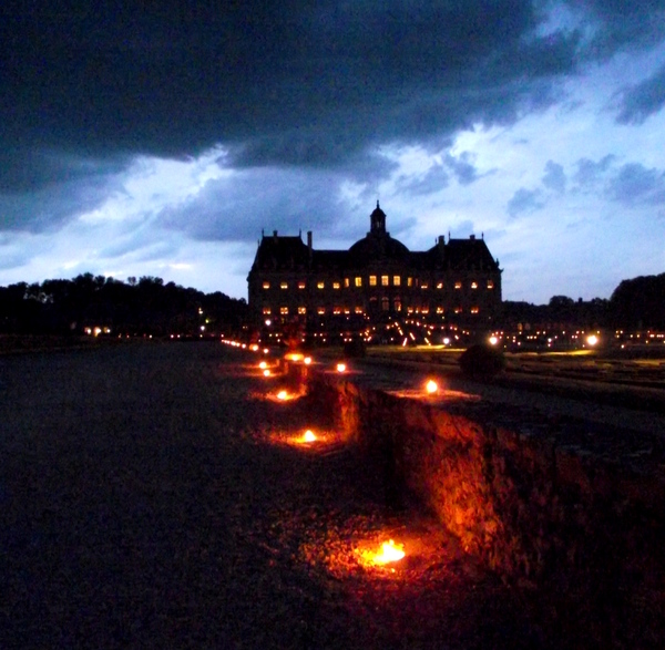 Chateau de Vaux-le-Vicomte at night