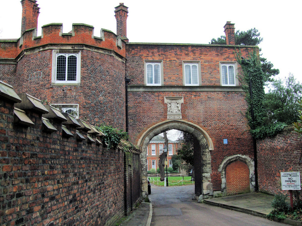 Richmond Palace Garden Gatehouse
