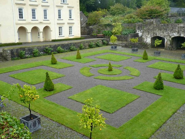 Aberglasney Gardens, Llangathen