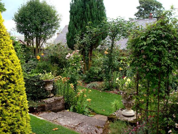 Frontsteps, Parkhead Gardens