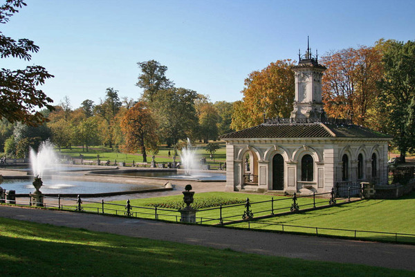 Kensington Italian Water Garden