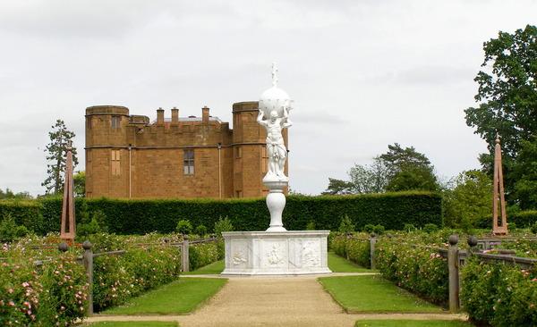 Statue, Kenilworth Castle Garden