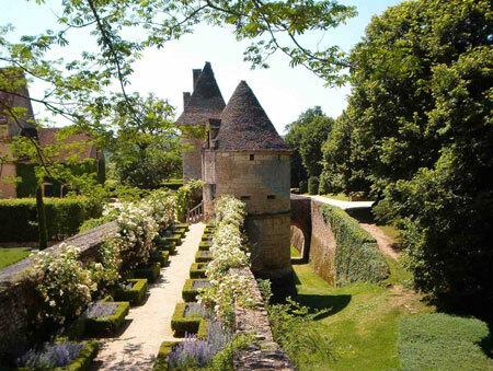 Chemin de ronde, Chateau de Losse