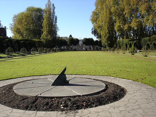 Sundial at Prés Fichaux Jardin