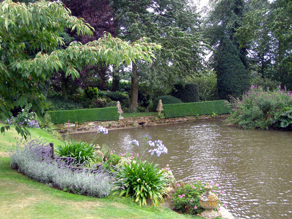 Pond, Coton Manor Garden