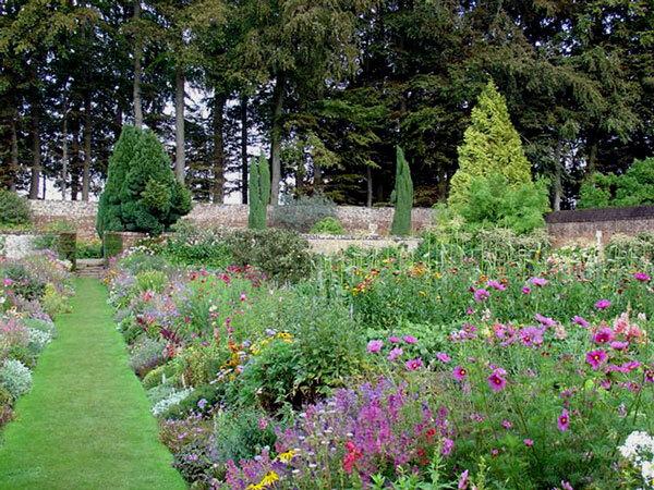Chateau de Miromesnil Garden