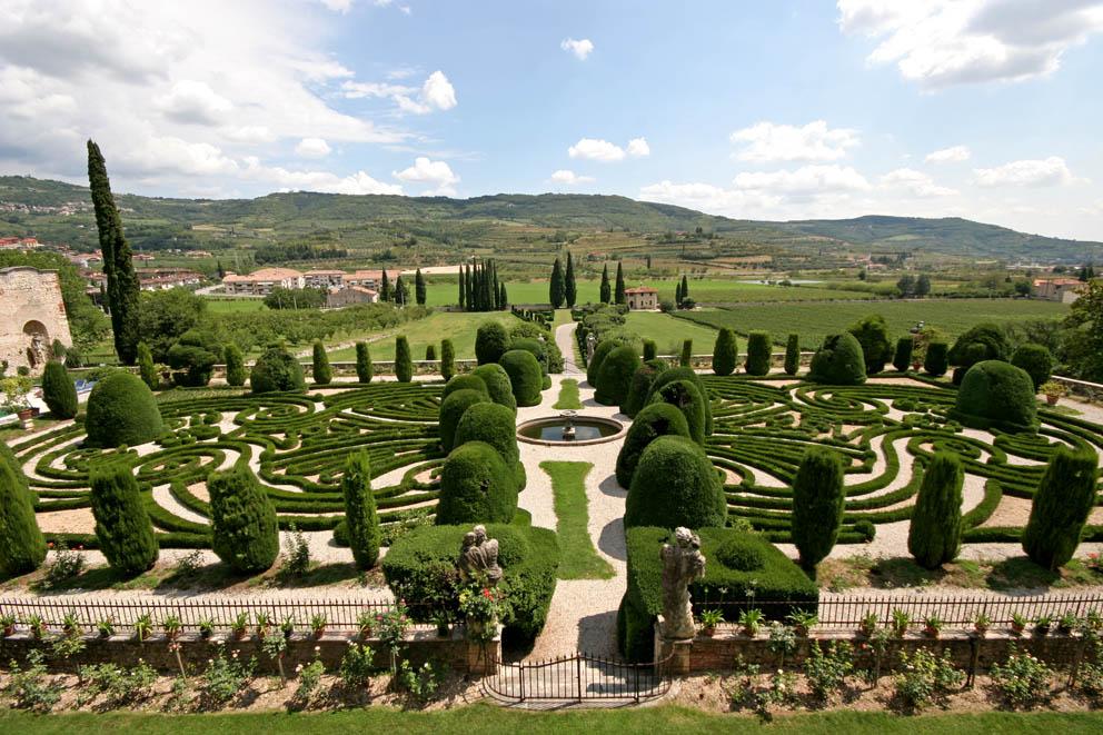 Allegri arvedi villa garden for Villa garden