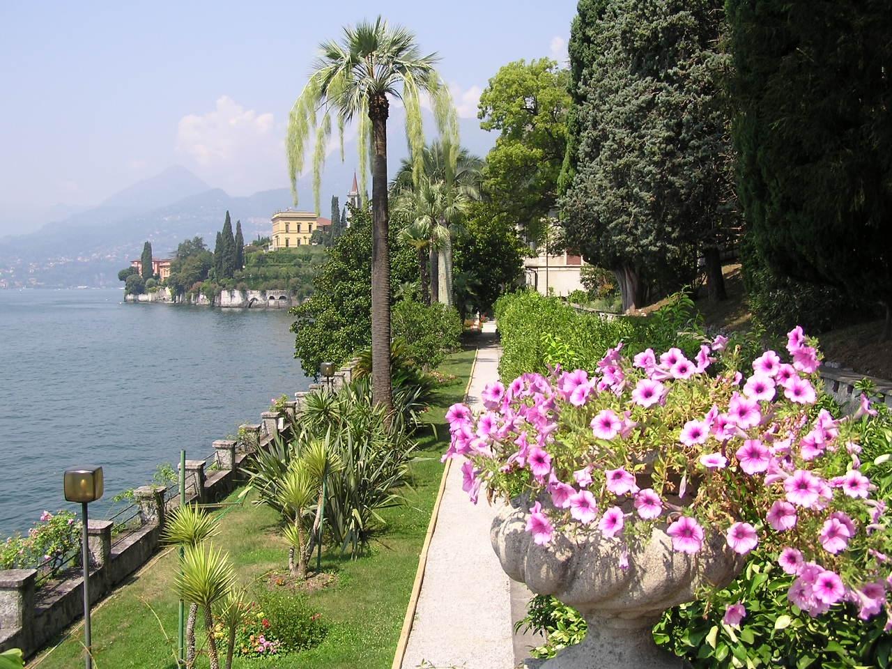 Villa monastero garden for Villa garden