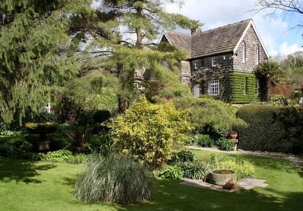 York Gate Garden, Adel