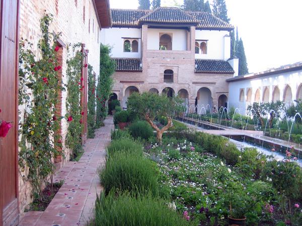 Court of the Long Ponds, Generalife Garden