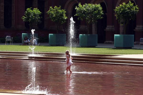Oval Pool, V & A John Madejski Garden