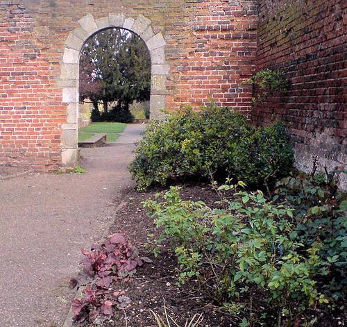 Gateway, Priory Gardens