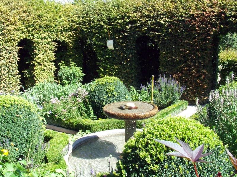 Le labyrinthe jardin des cinq sens for Jardin 5 sens