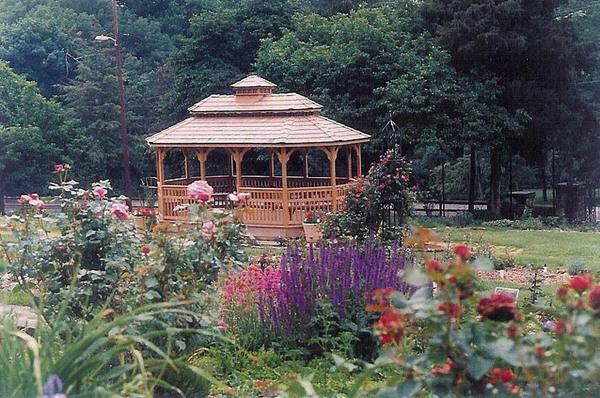 Gazebo, Renziehausen Park Rose Garden