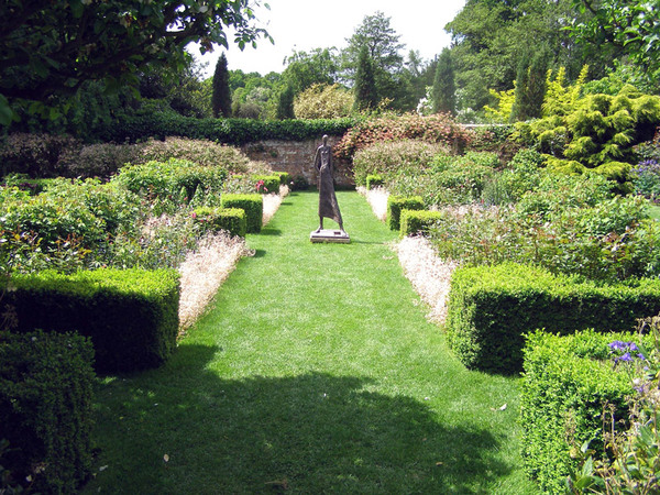 Sculpture, Pashley Manor Garden