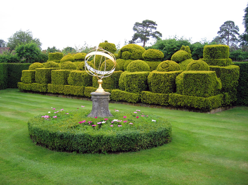 Hever Castle, Chess Garden
