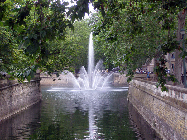 Jardin de la fontaine for Fontaine de jardin