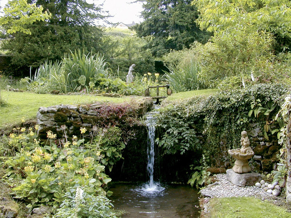 Waterfall, Cascades Gardens