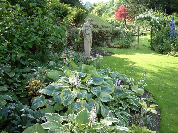 Statue, Cascades Gardens