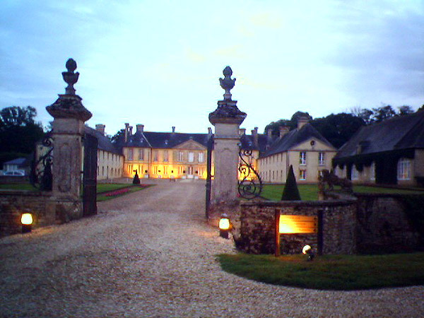 Chateau d 39 audrieu for Chateaux in france to stay