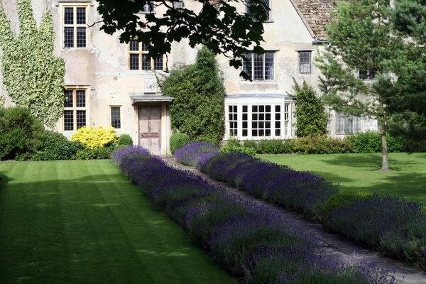Avebury Manor Garden, July 2008