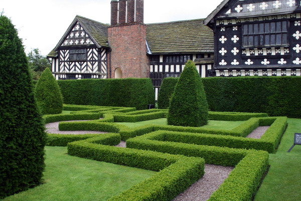 Little Moreton Hall Garden, 2008