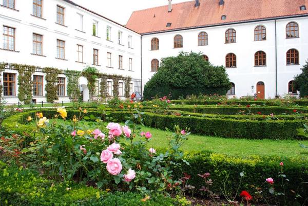 Rose Garden, Altes Schloss