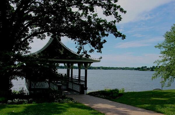 Lake, Noerenberg Gardens