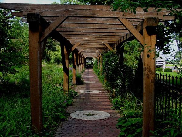 Oakhurst Gardens