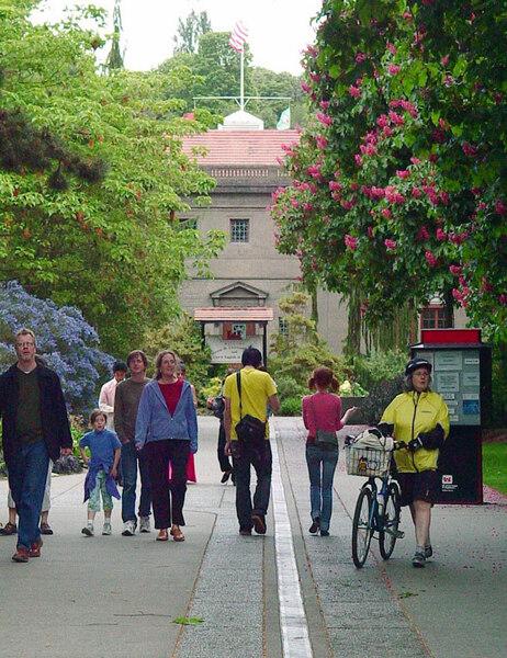 Promenade, Carl S. English Jr. Botanical Garden