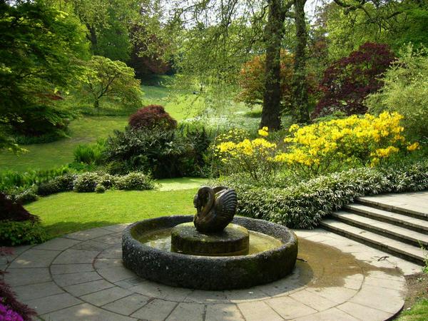 Dartington Hall Garden sukhitoo