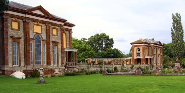 Stoke Park Pavilions wikimedia