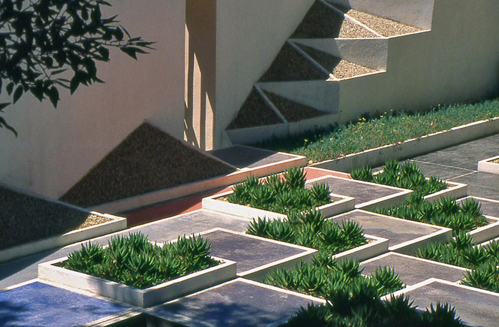 Hyeres parc st bernard jardin de la villa noailles for Bob hyeres carrelage