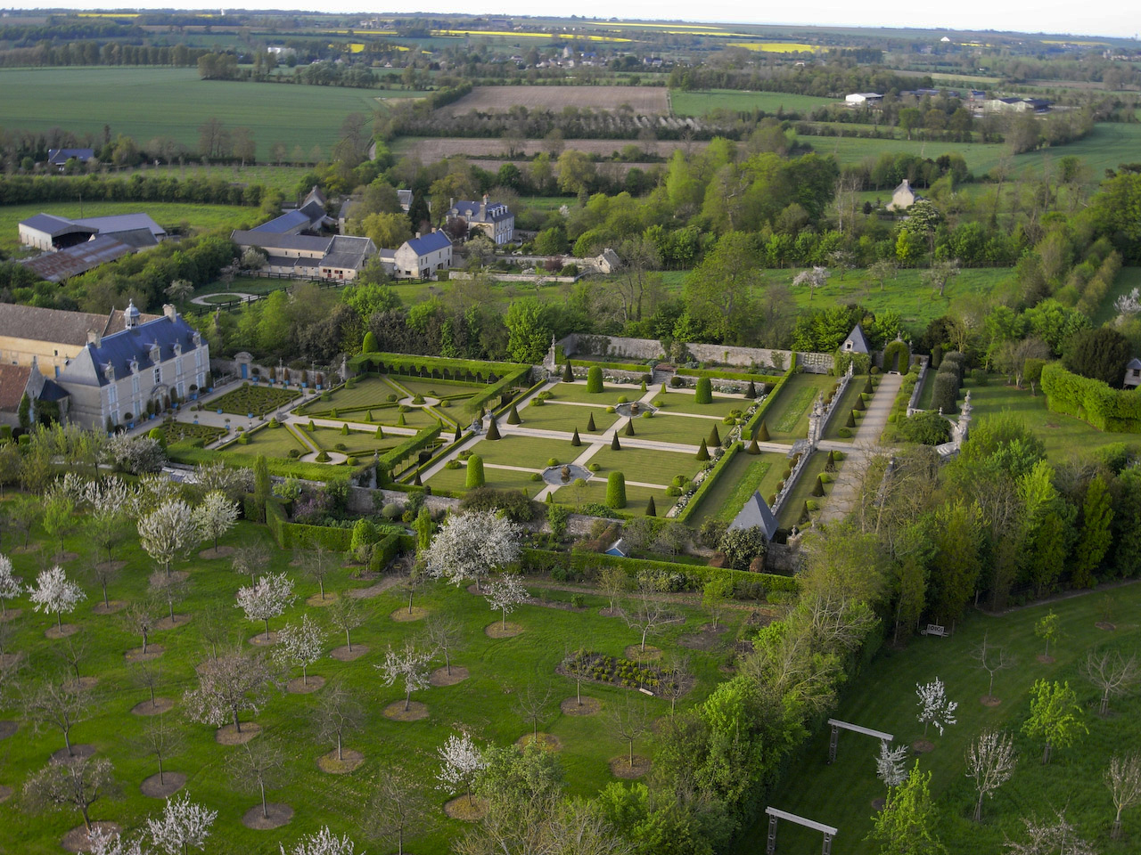 Chateau de brecy for Jardin jardinier normandie