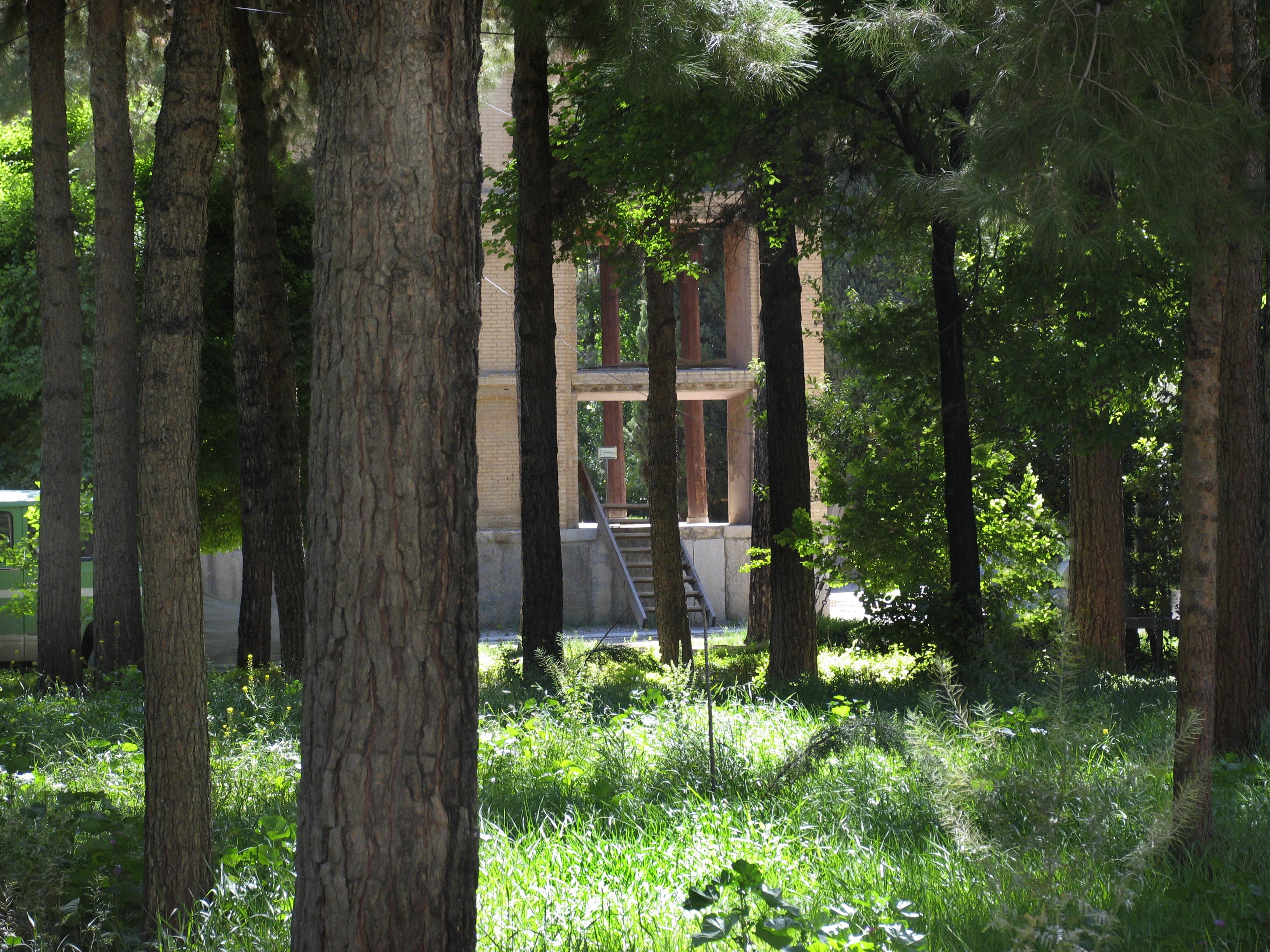 Chehel Sutun Garden