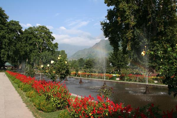 Shalamar Bagh in Kashmir Gardenvisit.com