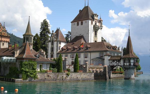 Oberhofen Schloss Andrew Henwood