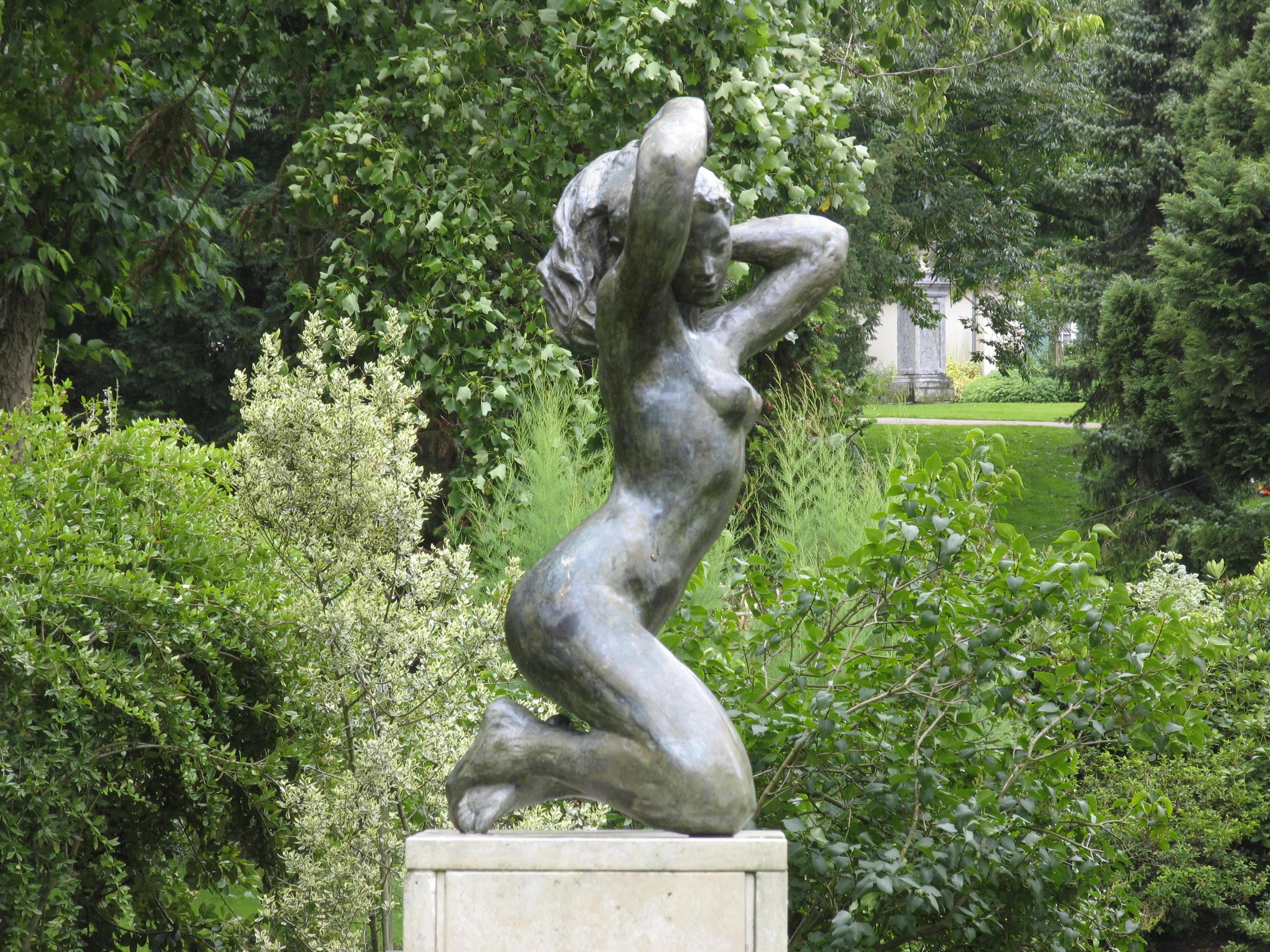Angers jardin des plantes for Statue moderne jardin