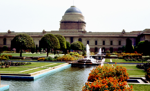 Mughal Garden at Rashtrapati Bhawan (President's House) Gardenvisit.com