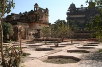 Medium orchha palace gardens 2297 jpg original