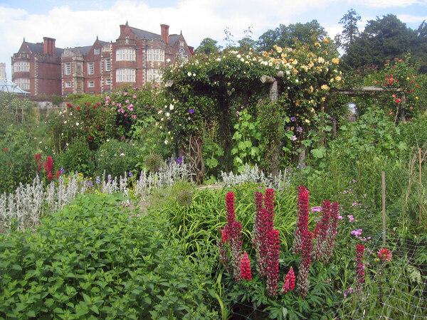 Burton Agnes Hall Garden