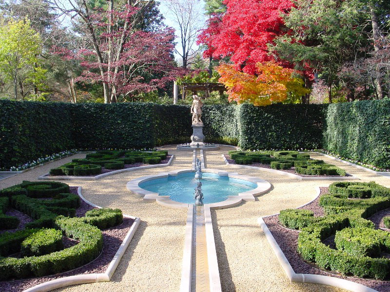 Pool, Hillwood Museum and Gardens