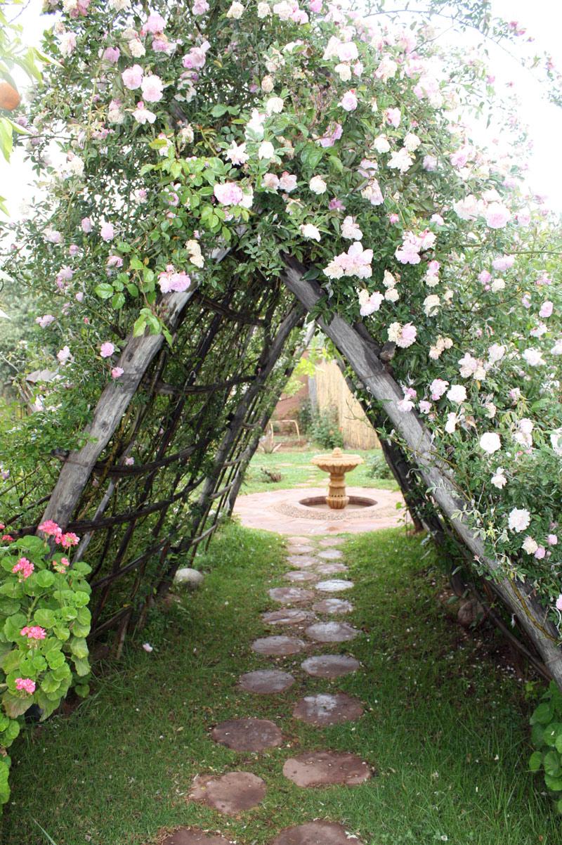 Nectarome aromatic garden for Garden fence features