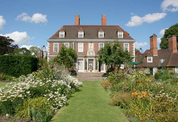 Perennial Beds, The Salutation
