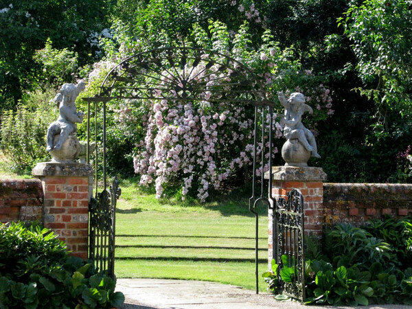 Gate, Upton Grey