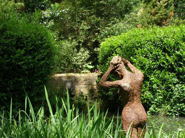 Sculpture, Pashley Manor Gardens
