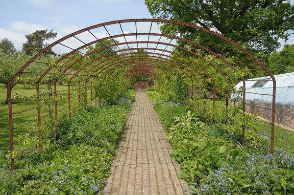 Tunnel, Bateman's Garden