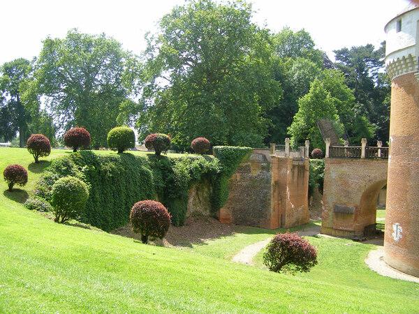 Moat, Chateau de Rambures
