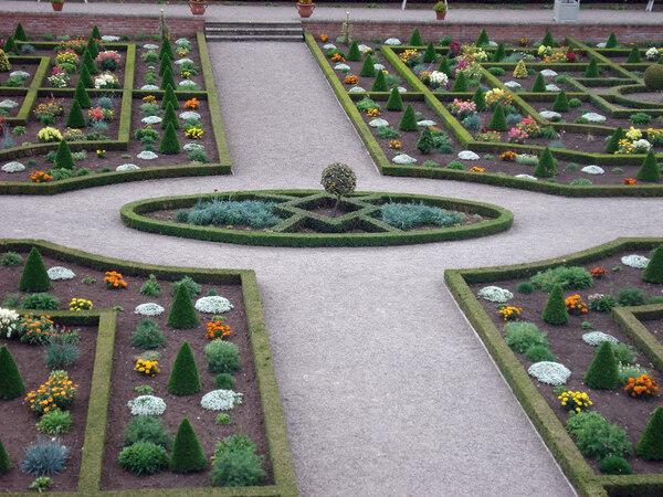 Hanbury Hall Garden, Summer